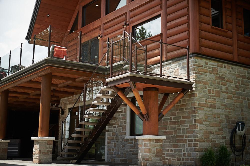 Descente escalier – Verre 10mm – 48» Haut – Brun